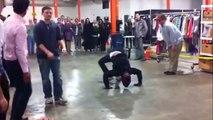 Flic VS danseur de rue : une battle de Breakdance énorme!
