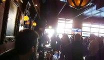 Quand la mascotte s'énerve... Baston de mascotte dans un bar !!