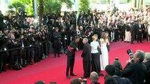 Léa Seydoux, Adèle Exarchopoulos et Abdellatif Kechiche sur le tapis rouge