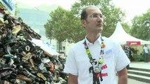 Handicap International: Des chaussures contre les mines antipersonnel à Bastille