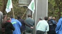 Ecotaxe: Les agriculteurs du Nord ont bloqué l'A2 pendant 2 heures