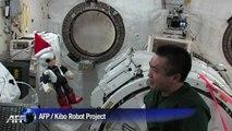 Un robot rend visite à un astronaute à bord de la station spatiale ISS