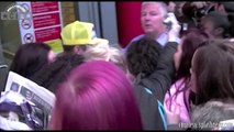 Justin Bieber Pushes A Fan Down -- What The Hell Is Wrong With The Biebs?