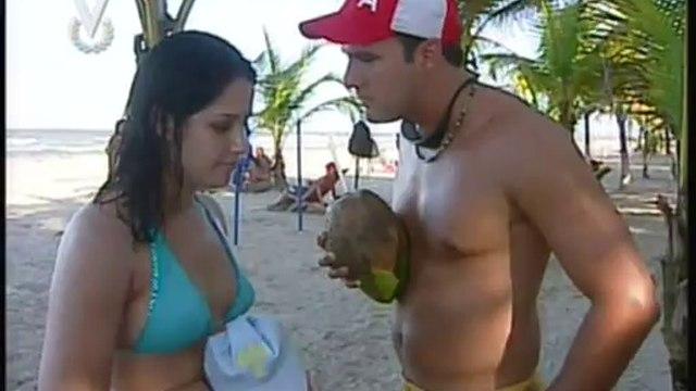Adrian Delgado sin camisa en Voltea Pa Que Te Enamores
