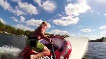 Des sauts de dingue dans un lac : Skeeball en bouée, ski, surf...