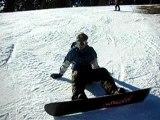 descente sur piste en snowboard