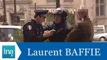 """Caméra cachée Laurent Baffie Pascal Sellem """"Agression d'un flic"""" - Archive INA"""