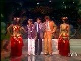 Jean Lefebvre danse sur un air de musique traditionnelle tahitienne