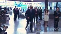 VIDÉO - Les jongles de Barack Obama avec un robot japonnais