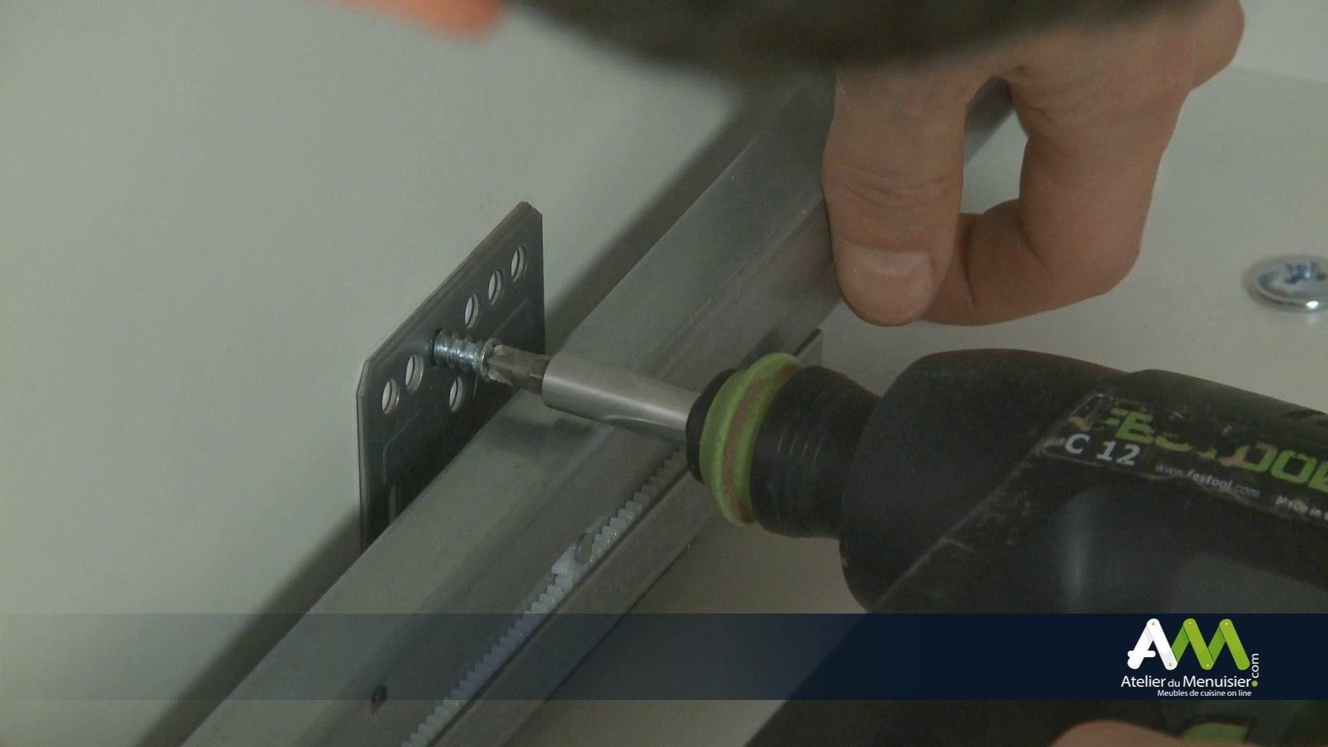 Fabriquer Un Tiroir Coulissant comment monter un tiroir double paroi sur un meuble casserolier ?