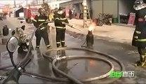 Pompier avec une bouteille de gaz en feu et prête à exploser!