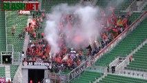Une poignée de fans mettent un stade de Foot en feu! Grand moment...