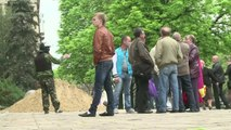 Ukraine: la police de Lougansk tente de sauver son QG