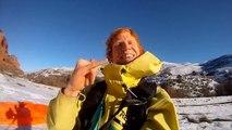 Saut à ski et base jump en même temps : front flip de fou!
