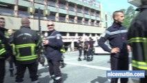 Près de 300 pompiers manifestent à l'ouest de Nice