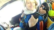 ▶ Florence fait un saut en parachute tandem