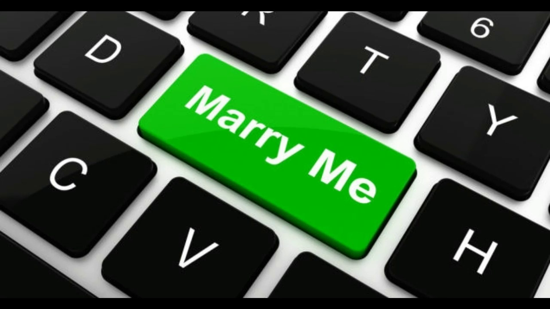 Man Wants to Marry His Porn-Filled Apple Computer -