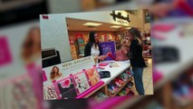 Sarah Jessica Parker Shops For Mother's Day Cards With Sister Rachel