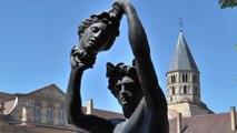 Xavier Veilhan à l'abbaye de Cluny - l'arrivée des oeuvres