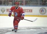 Vladimir Poutine chausse ses patins pour une partie de hockey sur glace