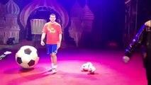 Zhora Oganisyan, record du monde de jongles en équilibre