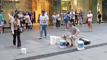 Esistono artisti di strada ed esistono fenomeni unici