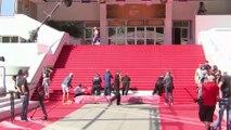 Derniers préparatifs pour le tapis rouge de Cannes
