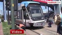 İstanbul'da Tramvay ile Otobüs Çarpıştı