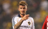 David Beckham scores a super goal from 35 yards out