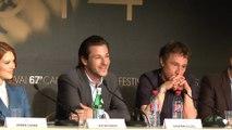 """VIDÉO - Festival de Cannes 2014 : L'équipe de """"Saint-Laurent"""" présente le film"""