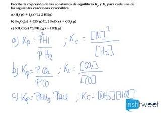 Cálculo de la constante de equilibrio de una reacción reversible