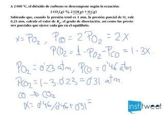 Calcular Kp, grado de disociación y presiones parciales