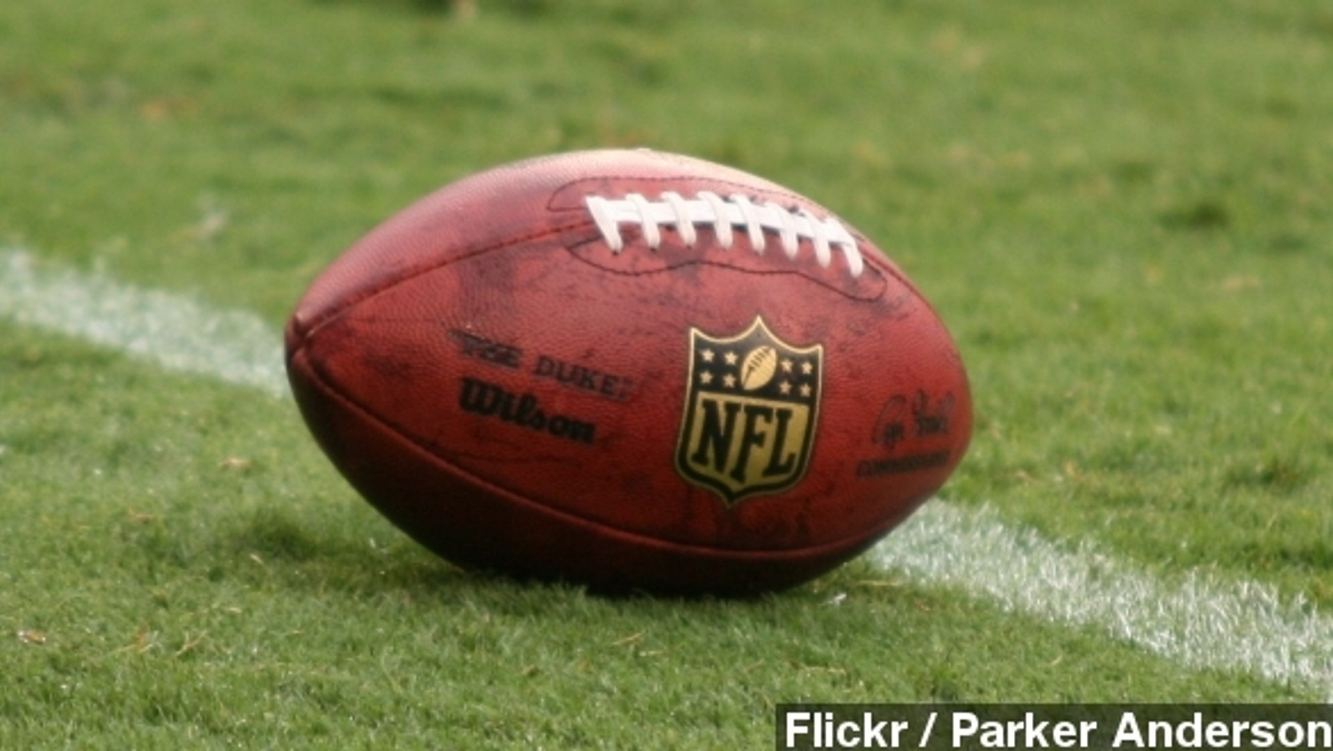 Ex-NFL Players Sue League Over Painkiller Usage