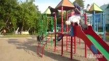 Gars débiles s'éclatent sur des terrains de jeux pour enfant! Compilation de FAILS!