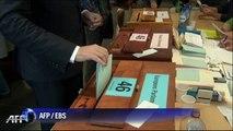 Elections: les personnalités politiques aux urnes