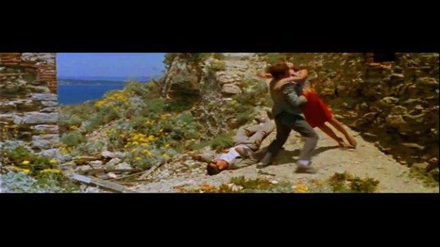 """petit montage qui montre le pillage de tarantino du film pierrot le fou Sur France Inter, le réalisateur Jean-Luc Godard, s'en est violemment pris à son confrère américain, Quentin Tarantino, qu'il a qualifié de """"faquin"""" et de """"pauvre garçon"""""""
