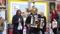 Homme orchestre reprend la musique de Star Wars! Enorme...