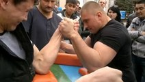 Arm Wrestling Gone Wrong - Arm Wrestle Fail