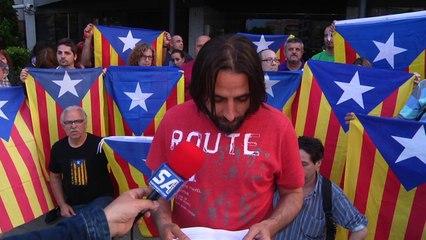 020614 concentracio porta ajuntament abdicacio rei espanya