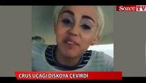 Miley Cyrus, Uçağı diskoya çevirdi