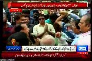 MQM workers and supporters gathered at Ninezero Karachi to showing solidarity with QET Altaf Hussain