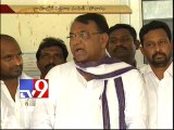 Srinivas Reddy And Suman Shetti Parents Cryinh In Village From