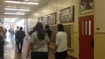 Des anciens élèves piègent le principal du lycée! hilarant...