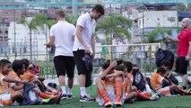 Seleção inglesa arrisca capoeira no Rio