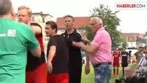 Almanya'da Teknik Direktör, Hakemi Aldatmaya Çalıştı
