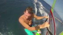 Des Windsurfers prennent des vagues géantes a Hawaï! Jaws...