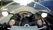 IL SE FAIT DOUBLER A PLUS DE 300KM/H en moto par une voiture