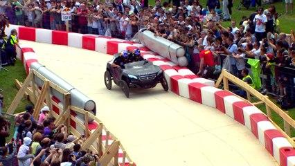Stéphane Peterhansel effectue ses premiers tours de roues au volant d'une 2008 DKR très spéciale !