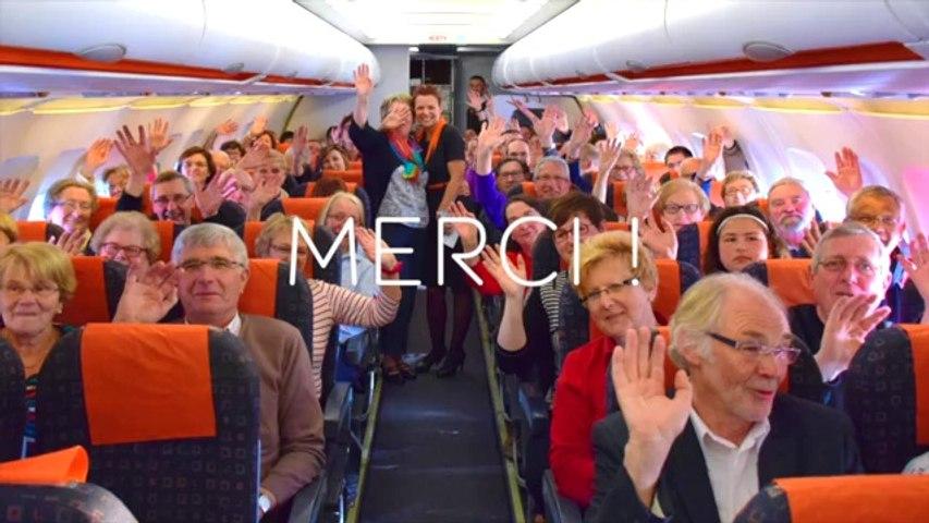 L'Ensemble Vocal Maurice Ravel chante dans un avion