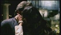 Il bacio fra Flavio Insinna e Luisa Corna in Ho sposato uno Sbirro